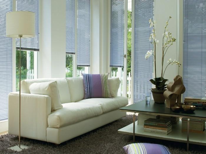 sichtschutz und sonnenschutz im wohnzimmer durch plisse schaffen