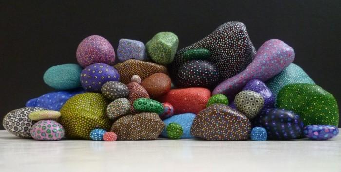 steine bemalen mit punkten und farben