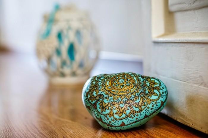 türstopper idee steine bemalen mandala vorlage blau und gold