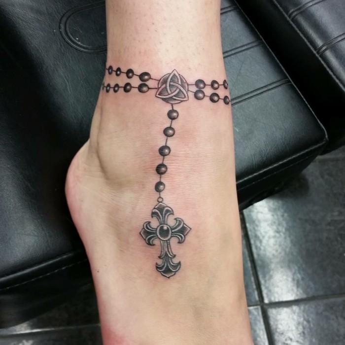 tattoo knöchel auffällig und extravagant