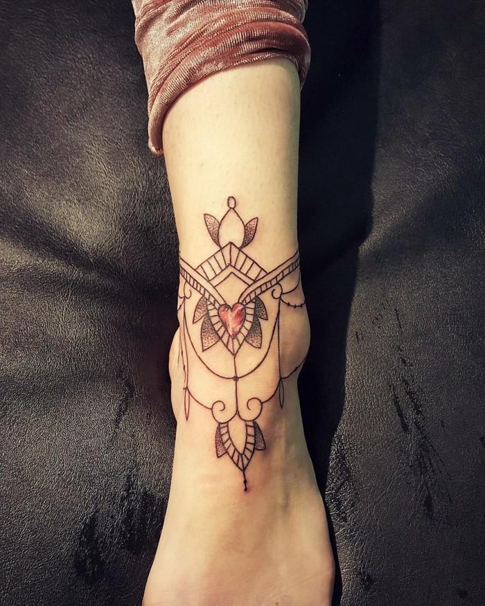 tattoo knöchel die als schmuck aussieht