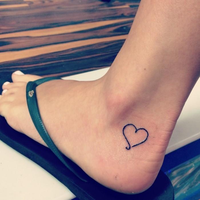 tattoo knöchel herz für frauen
