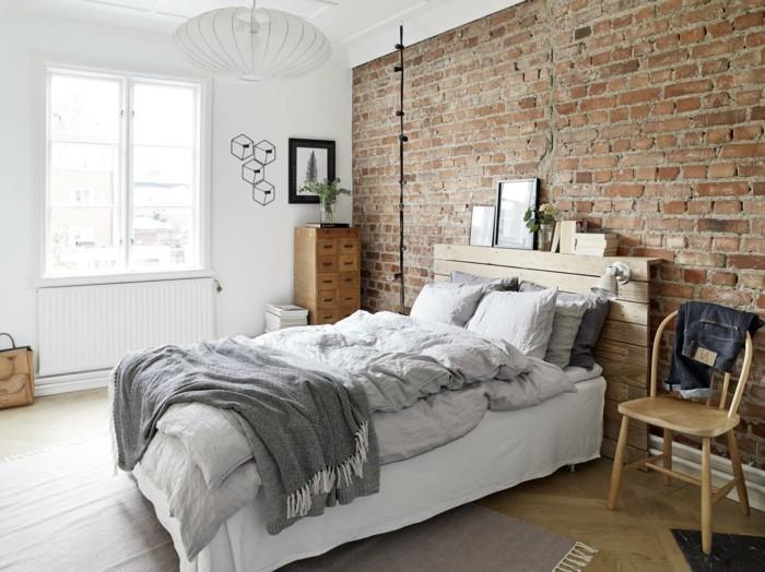 weißes schlafzimmer rote ziegelwand