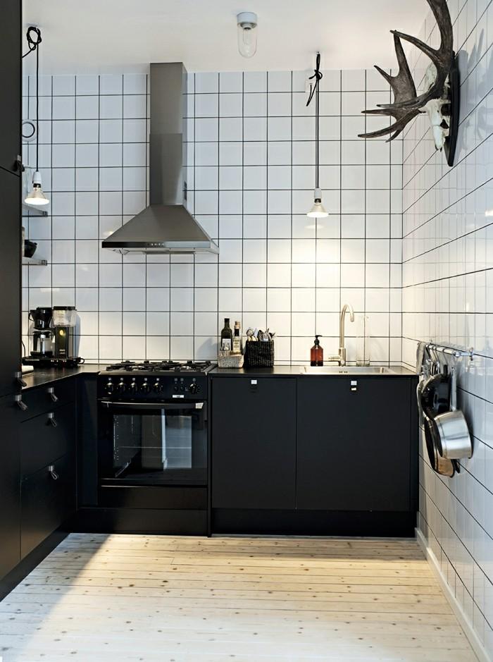 winkelküche kleine küche mit schwarzen küchenschränken