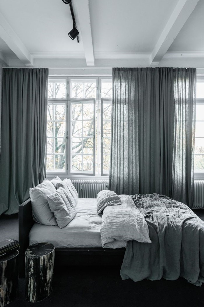 wohnideen schlafzimmer graue gardinen für einen elegnaten schlafbereich