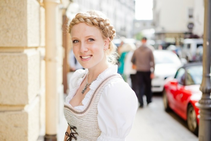 Oktoberfest Frisuren mit Anleitungen in Bildern dirndl frisur blond