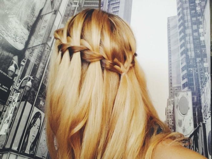 Oktoberfest Frisuren mit Anleitungen in Bildern hinterkopf blond