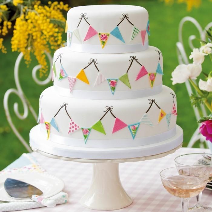 ausgefallene torten für hochzeit weiße torte mit fondant