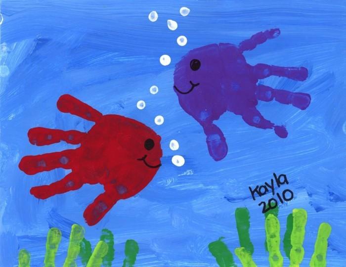 basteln mit kindern kreative bastelideen mit handabdrücken für kleinkinder