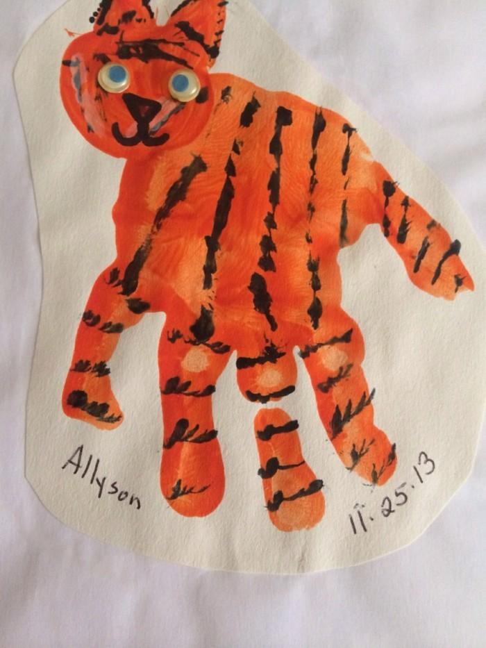 basteln mit kindern tiger aus handabdruck