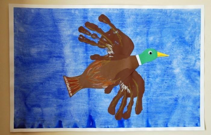 basteln mit kindern vogel aus handabdrücken