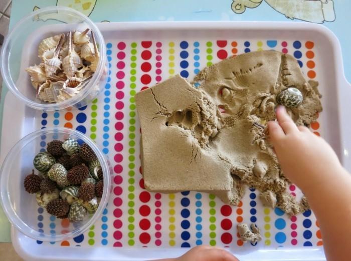 echte muschel und schnecken mit kinetischem sand