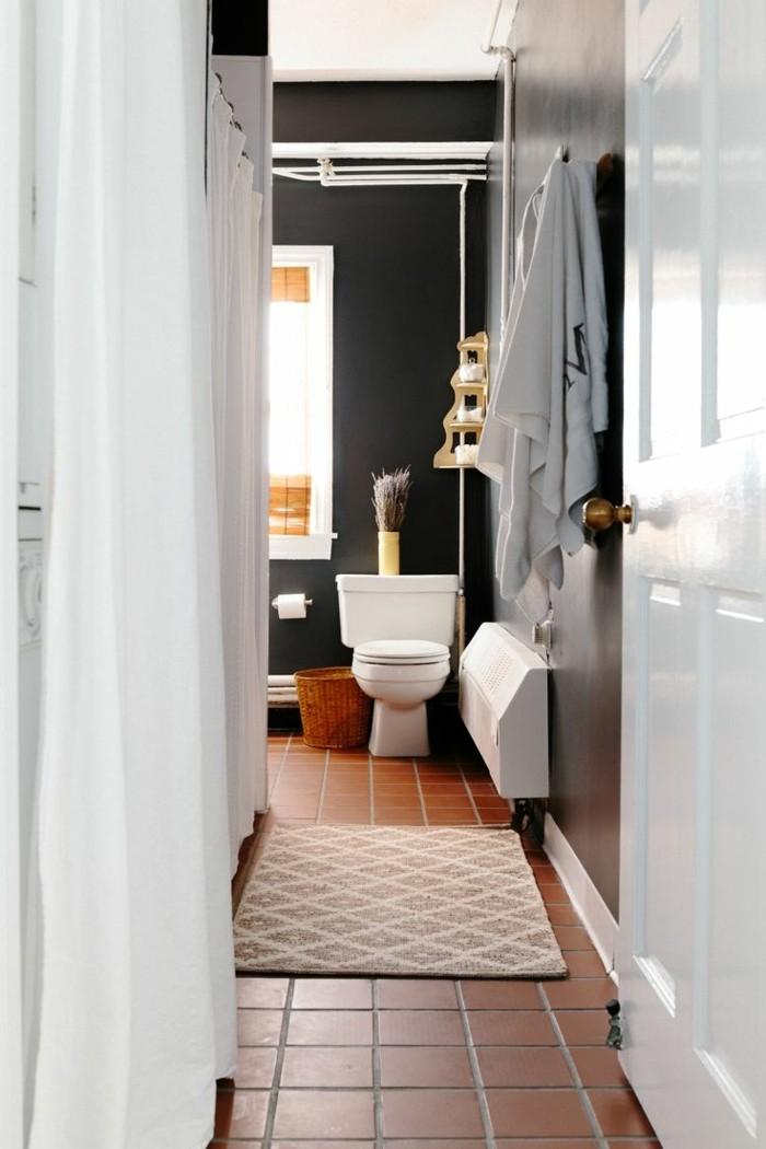 farben badezimmer mit wandgestaltung in tricorn black