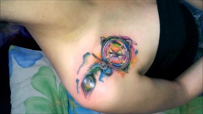 frauen tattoo idee schulter tätowierung wasserfarben tattoo