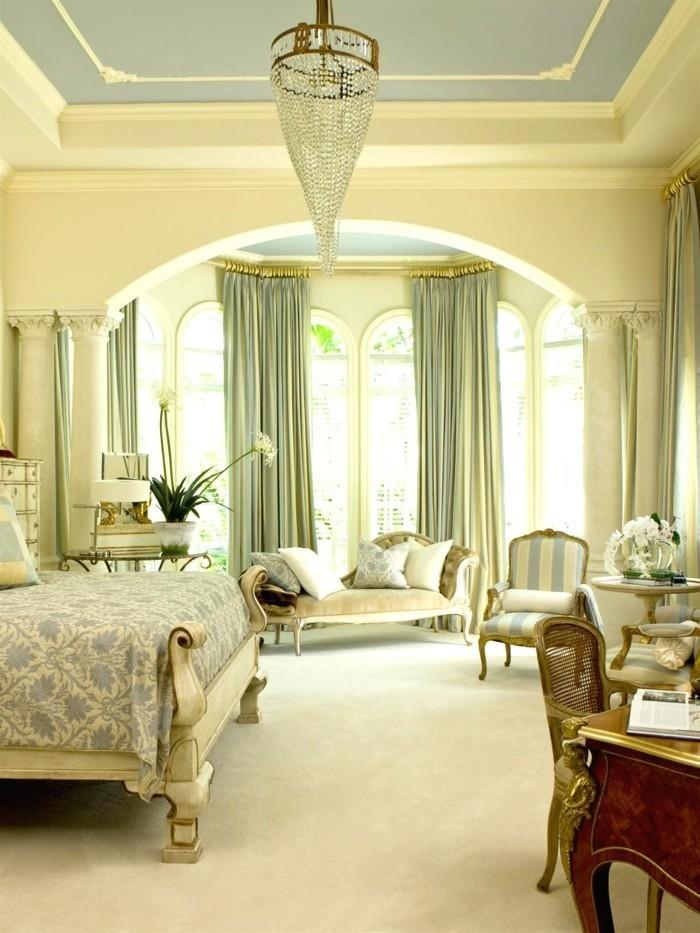 gardinen schlafzimmer elegante grüne vorhänge und cooler kronleuchter