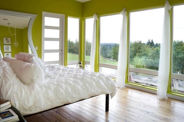 gardinen schlafzimmer luftige weiße gardinen schaffen zusammen mit den grünen wänden einen farbkontrast