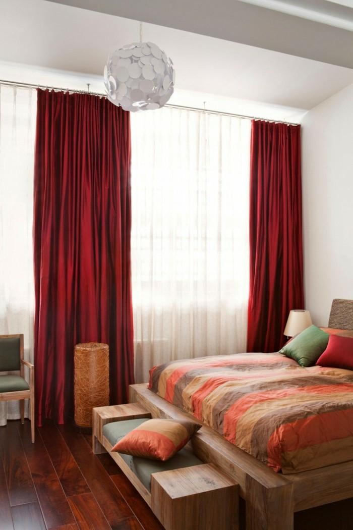 gardinen schlafzimmer rote vorhänge bringen lebendigkeit ins innendesign