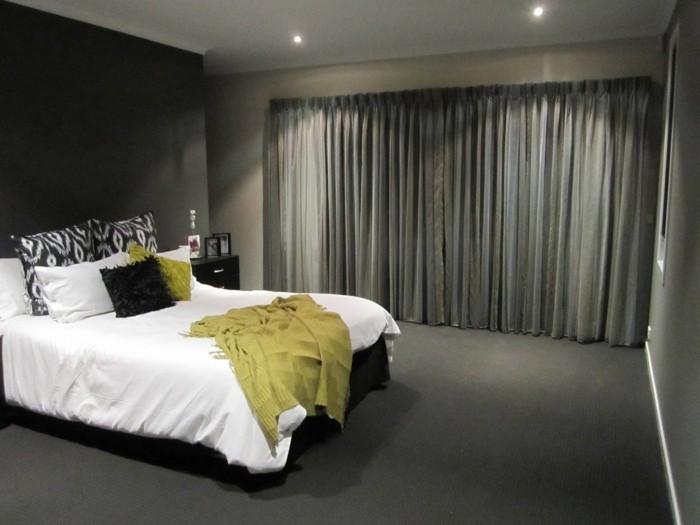 gardinen schlafzimmer schwarze gardinen bringen dramatik in das interieur