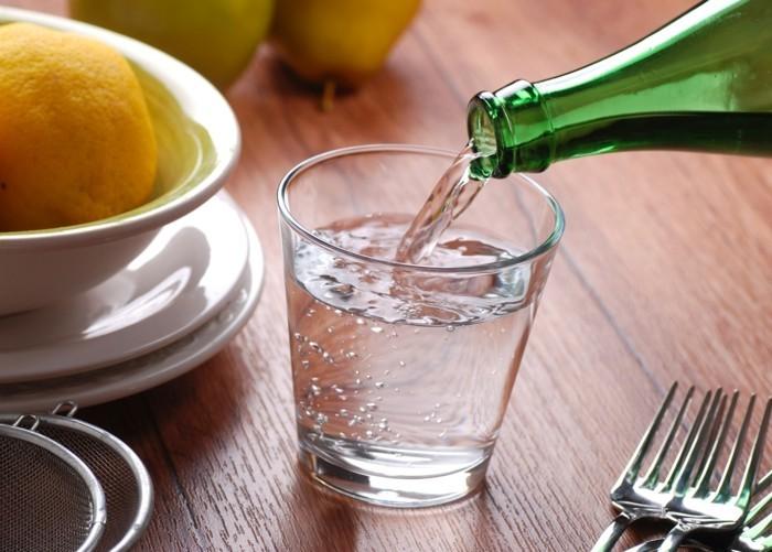 leitungswasser trinken glasflasche