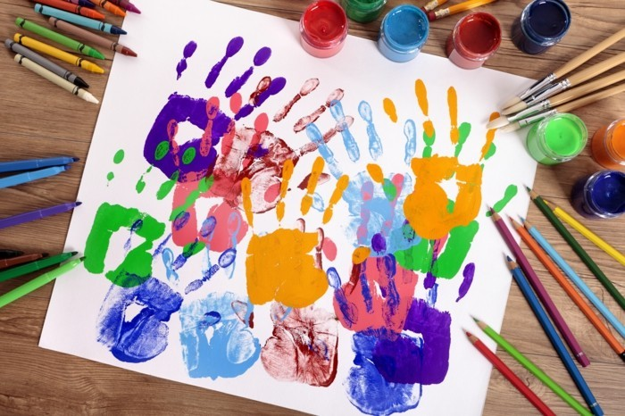 basteln mit kindern originelle gemälde aus handabdrücken