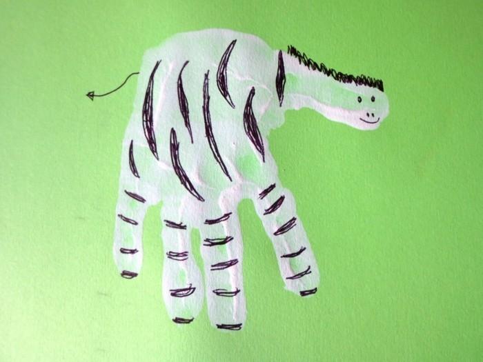 handabdruck bilder von kindern ausgefallenes zebra