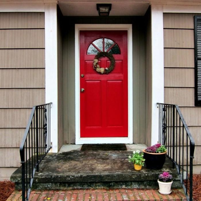 haustüren rote eingangstür eingangstreppen mit blumentöpfen dekorieren