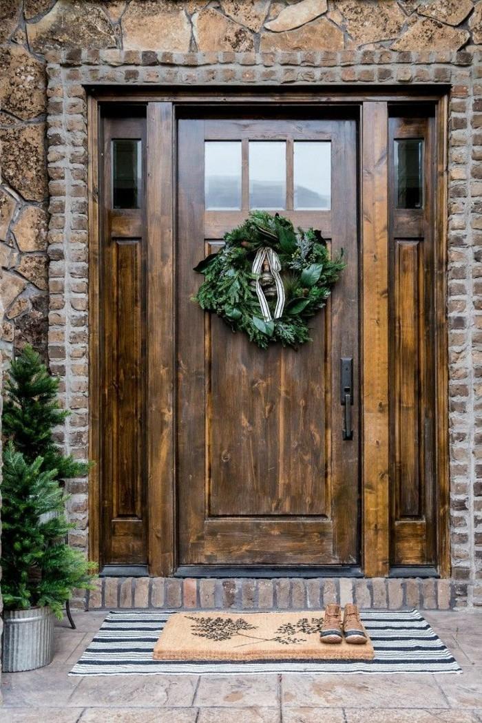 haustüren rustikale haustür dekoriert zu weihnachten