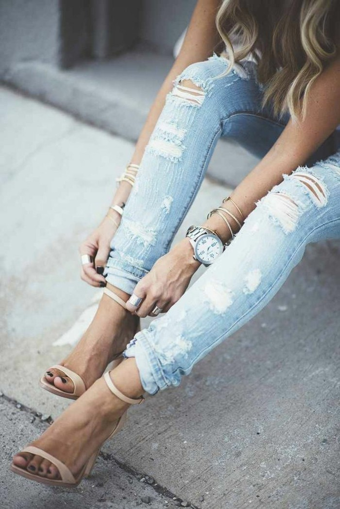 high hills sandaletten sommeroutfit ripped jeanshose