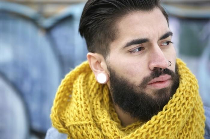hipster mann mit nasenpiercing und schal