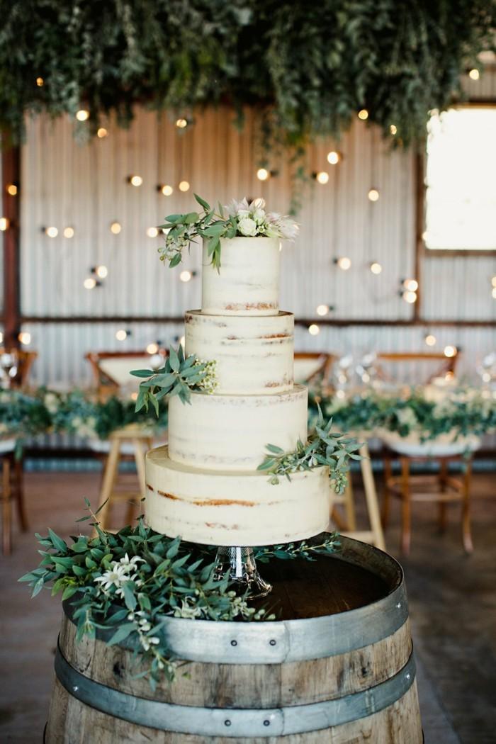 hochzeitstorte bilder mehrstöckige torte mit grüner dekoration