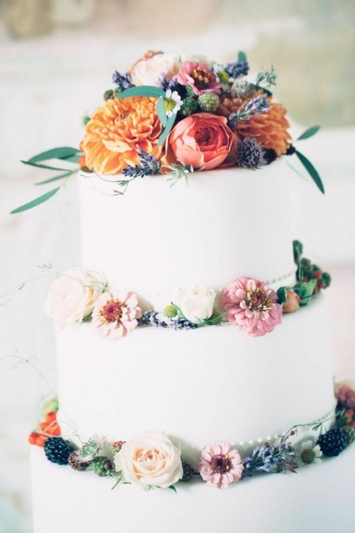 hochzeitstorte bilder weiße torte mit farbigen blumen