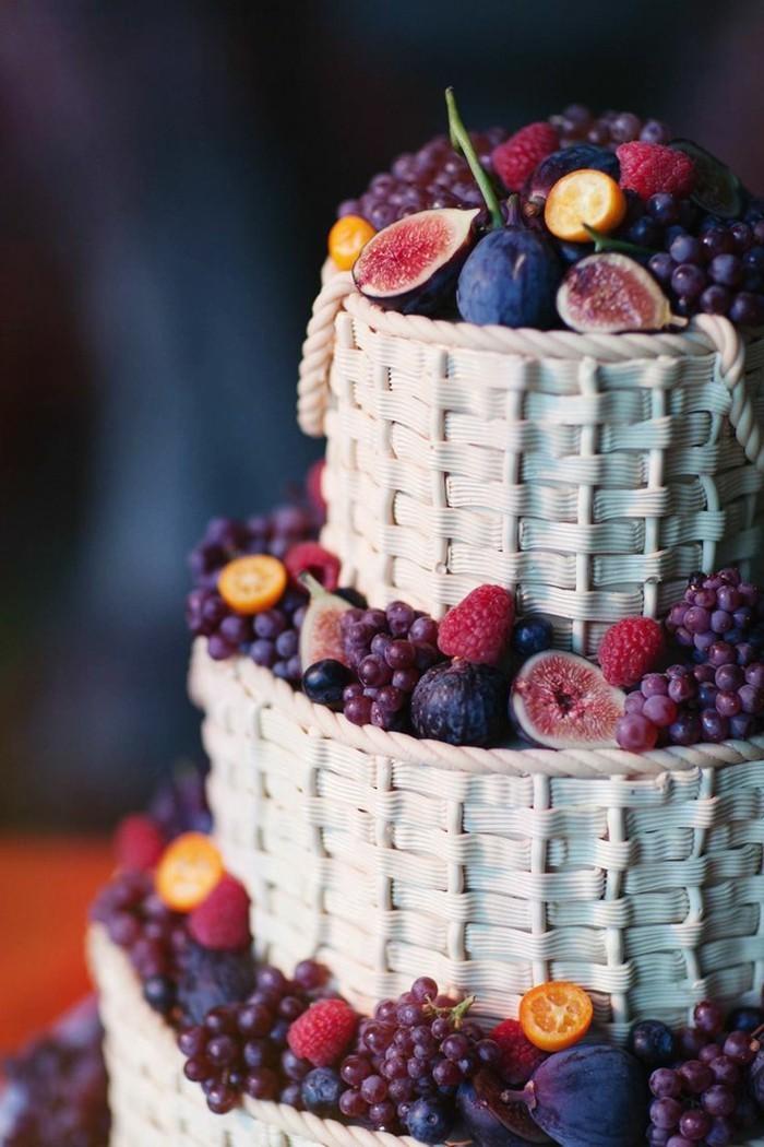 hochzeitstorten ausgefallene sommertorte mit früchten