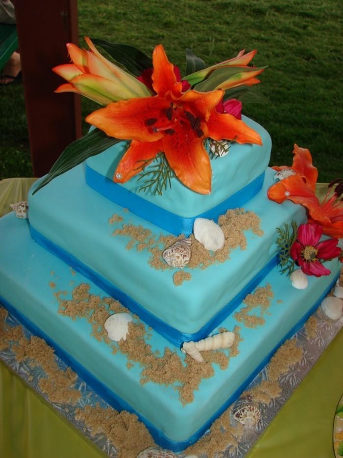 hochzeitstorten blaue hochzeitstorte mit blüten
