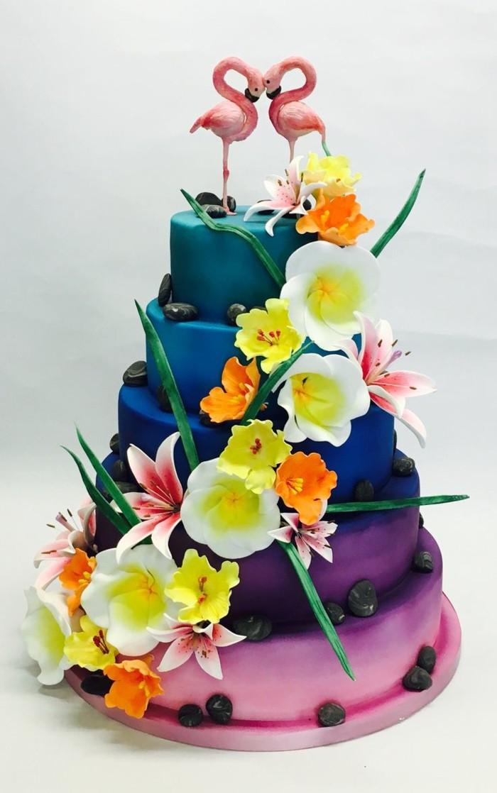 hochzeitstorten sommerliche torte mit blumen romantisch und bunt