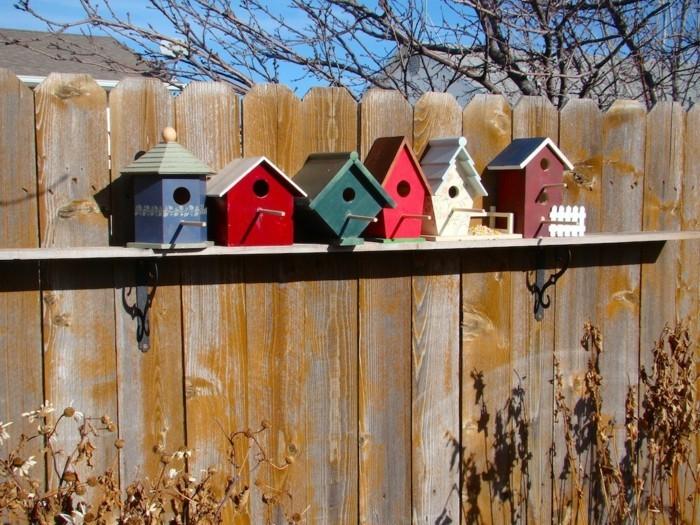 kleine vögelhäuser für den zaun