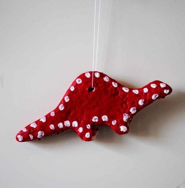 kreativ basteln roter dinosaurus mit weißen punkten