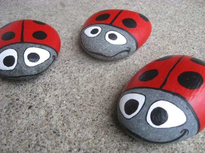 kreative gartenideen steine bemalen als marienkäfer