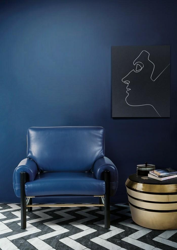 minimalistisch einrichten blautöne wandgestaltung sessel