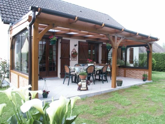 moderne terrassengestaltung gemütliche sitzecke mit hängeampeln