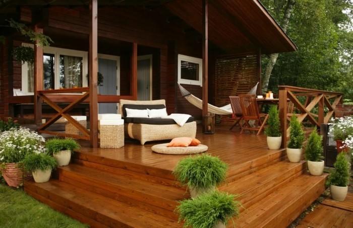 moderne terrassengestaltung moderner erholungsbereich mit pflanzen und hängematte