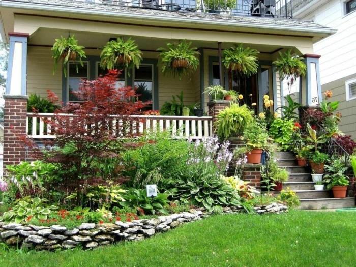 moderne terrassengestaltung reichliche bepflanzung macht die stimmung heiter