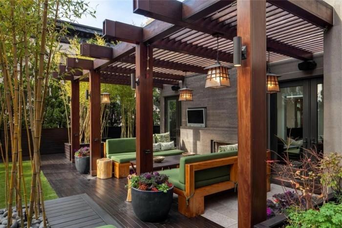 moderne terrassengestaltung stilvolle holzmöbel mit grünen sitzkissen