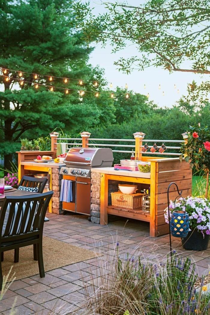 outdoor küche aus holz mit stilvollem essbereich