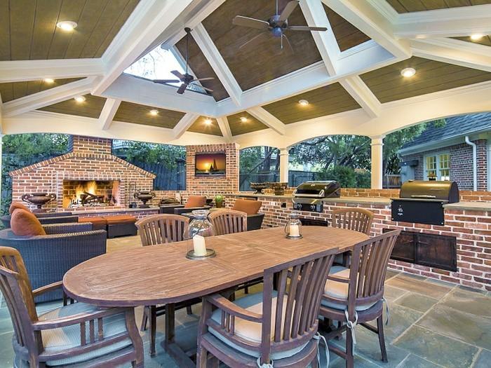 outdoor küche gemauerte außenküche mit feuerstelle