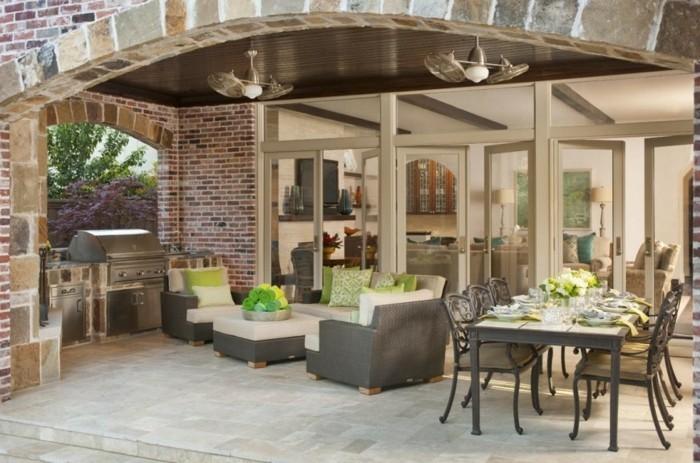 outdoor küche hinterhof mit grill und sitzbereich