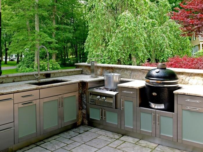 outdoor küche mit ausgefallenen küchenschränken