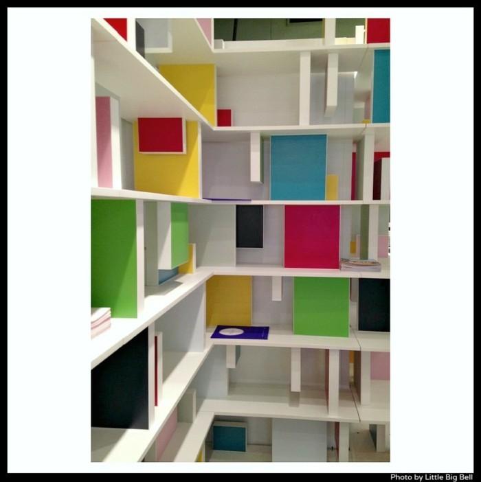 regalsysteme wohnzimmer wandschrank arbeitsplatz bunt