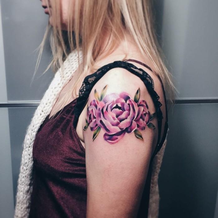 rosen aquarell tattoo frauen tätowierung