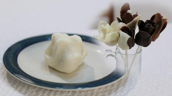 modellierschokolade selber machen ein einfaches rezept. Black Bedroom Furniture Sets. Home Design Ideas