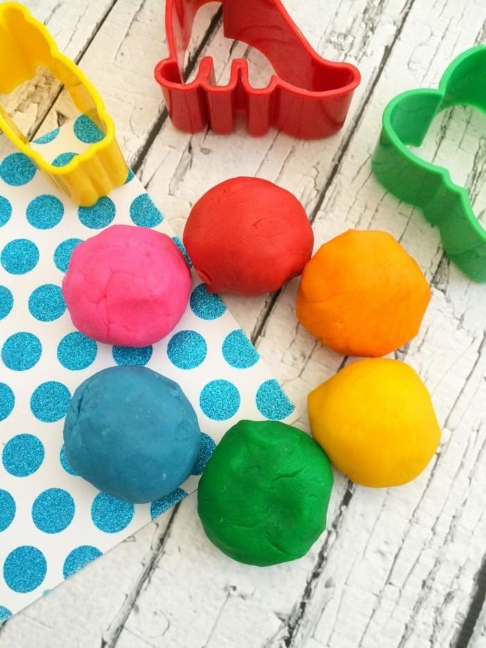 sandspielzeug bunte knete selber machen kinderspiele